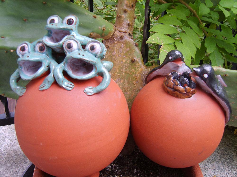 Keramik-Frösche, Keramik-Vögel