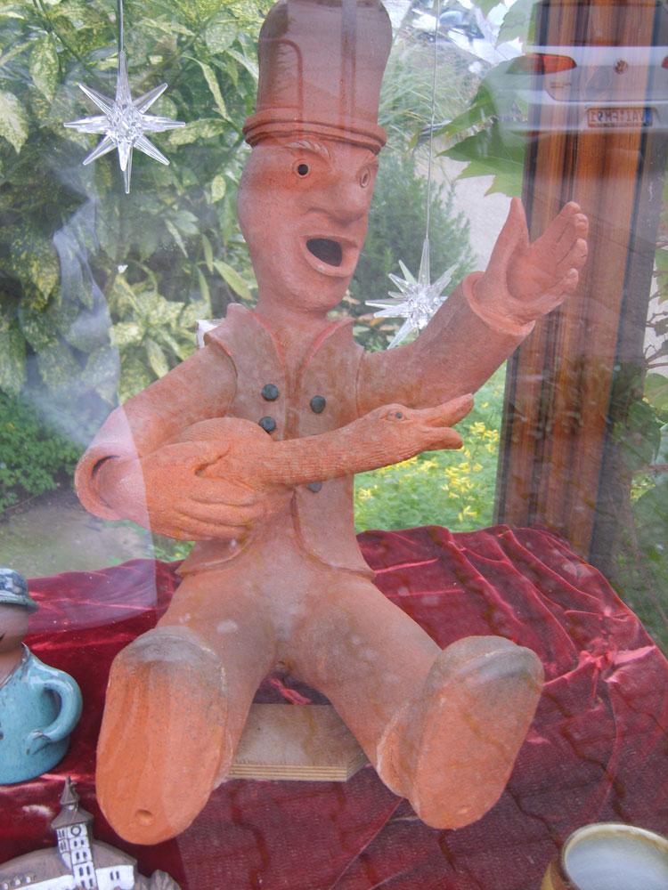 Keramik-Hans im Glück als Dachrutscher